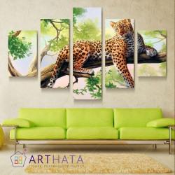 Ягуар на дереве