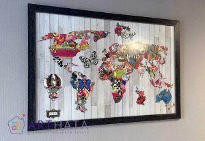 Карта мира в багете под стеклом
