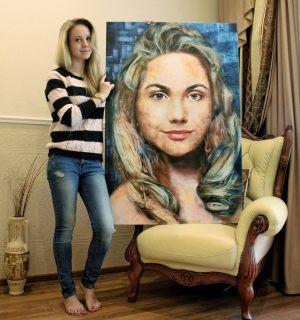Лицо девушки напечатанное на холсте